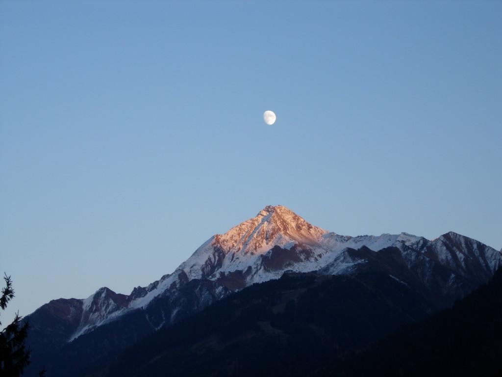 Zillertal_Mond über Berg_1 018